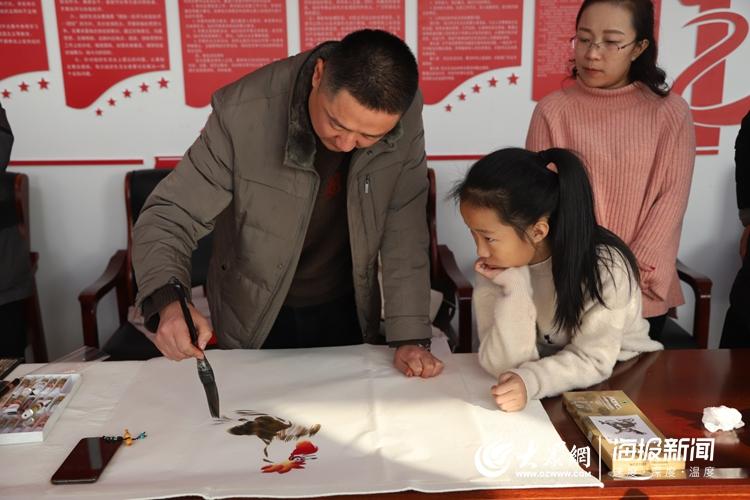 莒县城发集团:义写春联注重实践奉献 翰墨飘香弘扬书法国粹